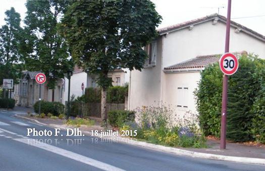 En venant du Leclerc du Pian prendre la rue Mathurin OLIVIER.