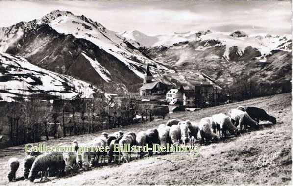 Azet (Hautes-Pyrénées).1172 m, au fond de la vallée St. LARY.