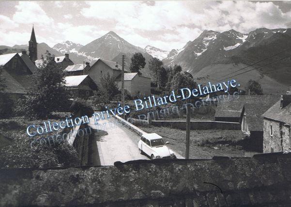 Azet (65) photo 1972-De la terrasse vue sur le Loustou à 3025 m.