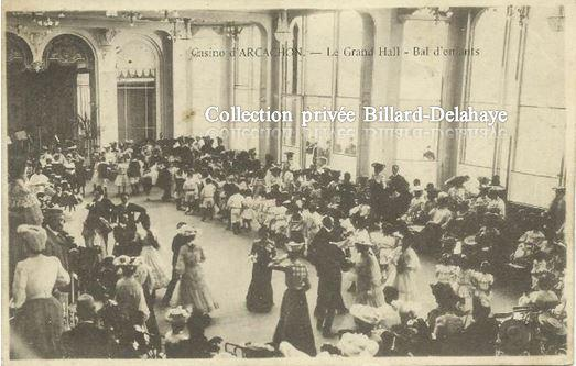 CASINO D'ARCACHON -  LE GRAND HALL - BAL D'ENFANTS  vers 1900.