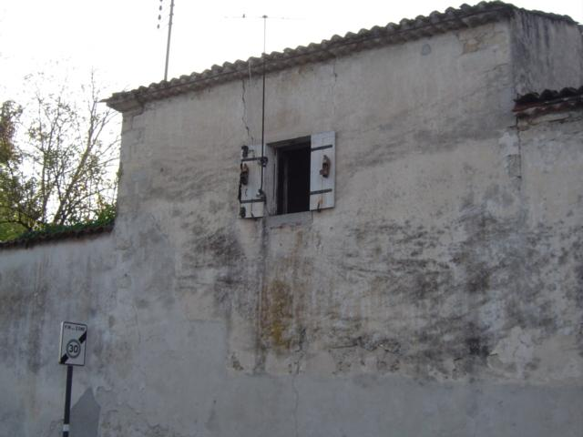 Fenêtre avec sabot de la chambre de Josette et Chantal.