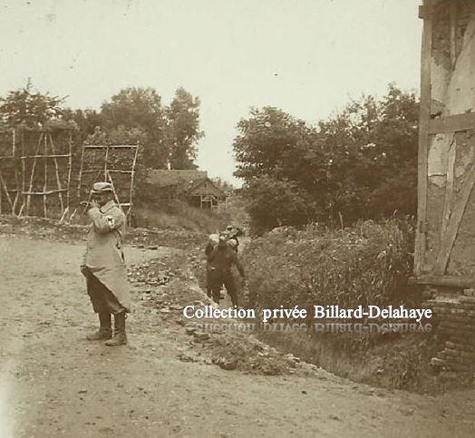 Guerre 1914/1918 - ENTREE DE VILLAGE BOYAU ET MASQUE DE VERDURE.