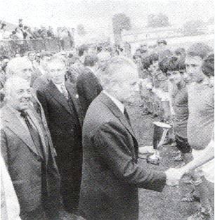 REMISE DES COUPES AUX JEUNES MINIMES EN 1978
