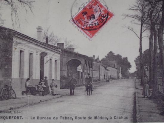 Le bureau de tabac, route de Pauillac.