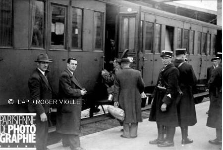 Paris -Austerlitz mai 1941, départ vers camps d'internement  région d'Orléans