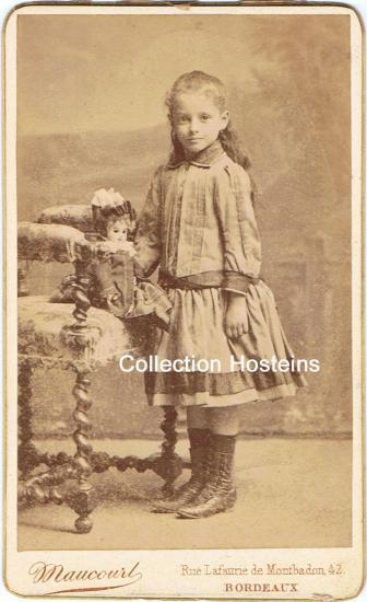 Marthe, née à Peybois (BL) avant son départ pour le Chili.