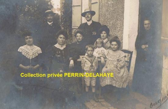 La Famille PERRIN devant le Grand Clapeau.