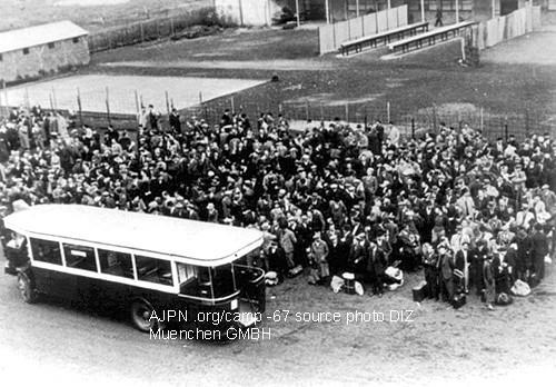 Arrivée de juifs raflés le 20 août 1941, enfants à Drancy