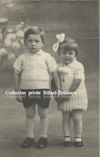 ENFANTS DU BABY BOOM A PLOZEVET (29) VERS 1945.TRAVAUX D'AIGUILLE.