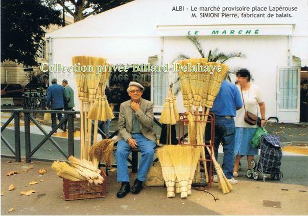 M. SIMON, fabricant de balais - Le marché provisoire place Lapérouse.