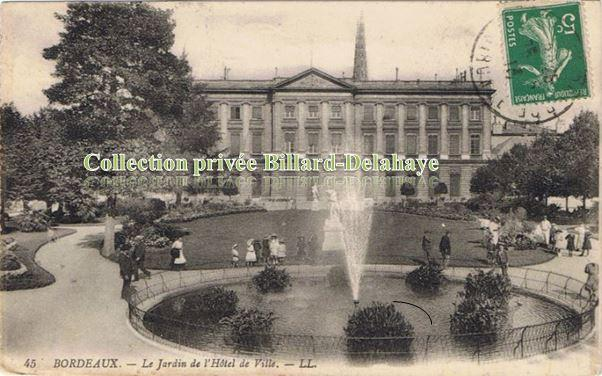 45 - LE JARDIN DE L'HOTEL DE VILLE COURS D'ALBRET.