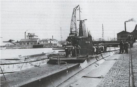 BORDEAUX - 1940 - Bassin à flot, le sous-mari LUIGI TORELLI.