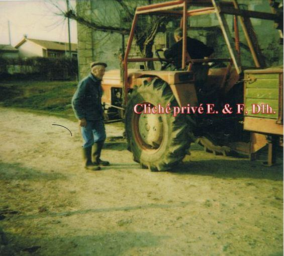 M. HOUGET Dominique et le tracteur (photo polaroid) fin 1980.