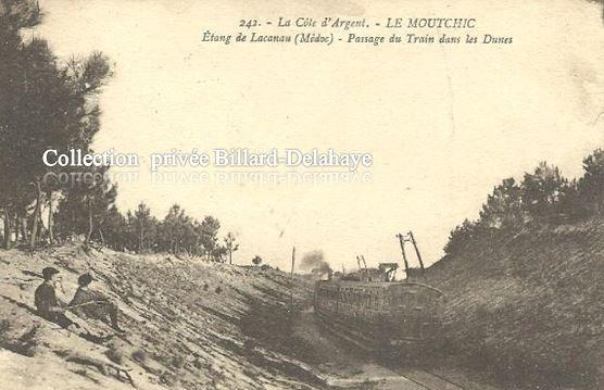 PASSAGE DU TRAIN DANS LES DUNES AU MOUTCHIC VERS 1910.