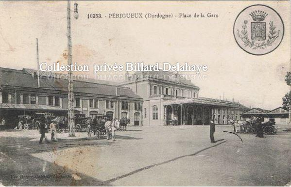 10353. - PERIGUEUX (24). Place de la Gare -.G. DUPONT et C. VERLON.