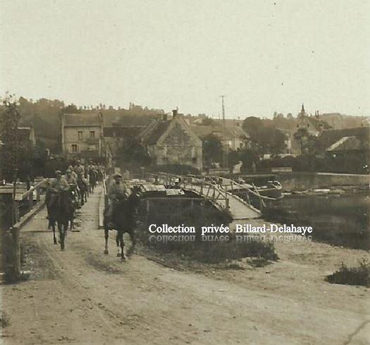 Guerre 1914/1918- EN FRANCE. Pont de bâteaux