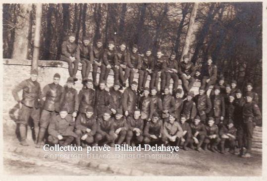 Guerre 1914/1918-  SOLDATS AMERICAINS- en France. Groupe de Chauffeurs d'ambulances.